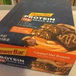 PowerBarプロテインスナックバーキャラメルナッツブラウニーの味カロリー糖質は?